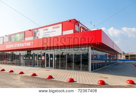 Samara, Russia - September 21, 2014: The Opening Of The New Hypermarket Magnet. Russia's Largest Ret