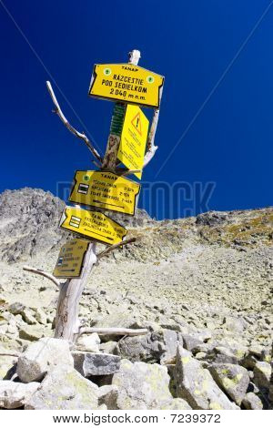 guideposts under Sedielko Vysoke Tatry