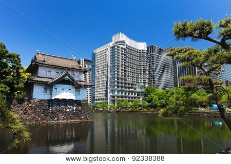 Imperial palace and Tokyo skyline