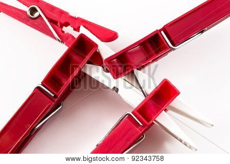 Four Red Pegs Biting White Peg
