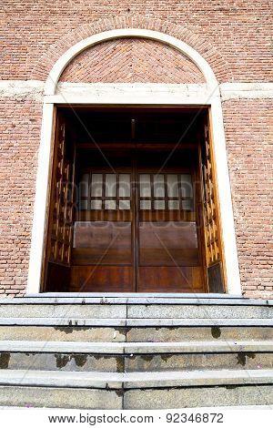 Italy  Lombardy     The Cardano Al Campo  Old     Closed Brick   Step    Wall