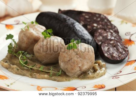 Bread dumplings with blood sausage or black pudding