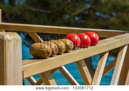 Tomatoes and kiwifruit ripening in the sunshine