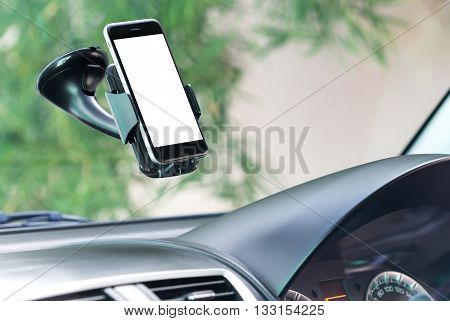 close up phone mounted stick to glass in car
