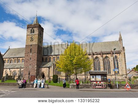 DUNBLANE, SCOTLAND, UK-MAY  16TH  2016: Beautiful spring weather was enjoyed by locals and visitors to Dunblane Cathedral, Scotland, UK on Monday 16th May 2016