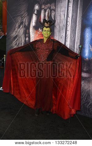 LOS ANGELES - JUN 6:  Jamie Lee Curtis at the Warcraft Global Premiere at TCL Chinese Theater IMAX on June 6, 2016 in Los Angeles, CA
