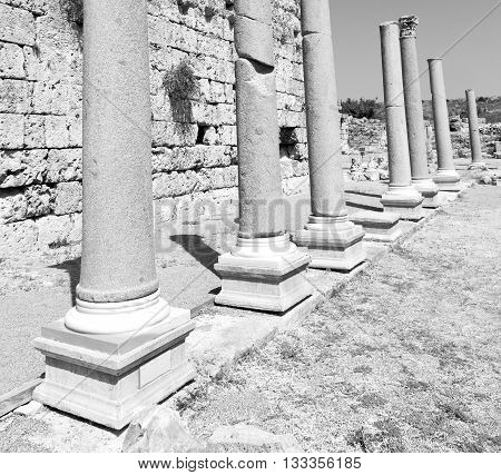 Perge Old Construction In Asia Turkey The Column  And The Roman Temple