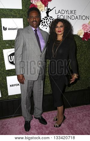LOS ANGELES - JUN 4:  Richard Lawson, Tina Knowles at the Girl Flu Premiere at the Arclight Theater on June 4, 2016 in Culver City, CA