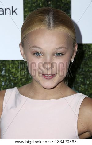 LOS ANGELES - JUN 4:  JoJo Siwa at the Girl Flu Premiere at the Arclight Theater on June 4, 2016 in Culver City, CA