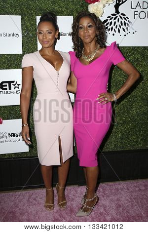 LOS ANGELES - JUN 4:  Mel Brown, Holly Robinson Peete at the Girl Flu Premiere at the Arclight Theater on June 4, 2016 in Culver City, CA