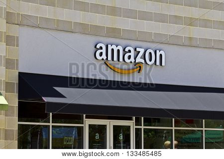 Cincinnati - Circa June 2016: Amazon Store in the U Square. Amazon@Cincinnati is Amazon's first Cincinnati brick-and-mortar store II