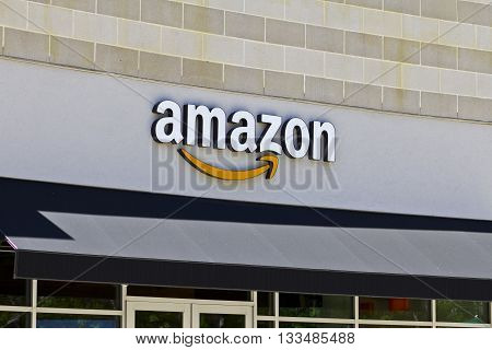 Cincinnati - Circa June 2016: Amazon Store in the U Square. Amazon@Cincinnati is Amazon's first Cincinnati brick-and-mortar store IV