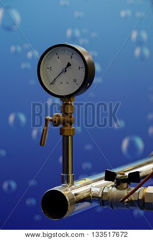 Manometer that measures the pressure in the cold water supply system.