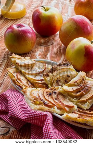 Pie: apple pie and apples on the wooden background