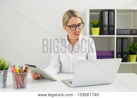 Business woman at the office working on computer