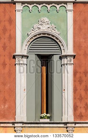 Window in Venetian Gothic style of an old Italian palace.