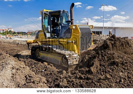 Detail on excavator, while he moving ground.