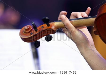 woman hand playing the violin close up