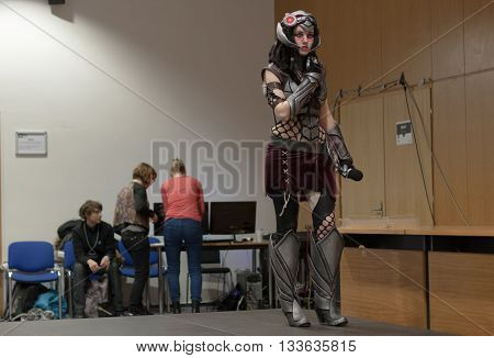 Cosplayer Dressed As Character Headhunter Caitlyn