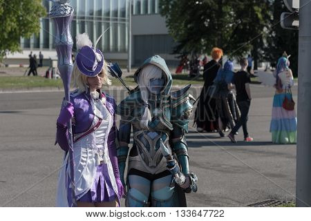 Cosplayers Dressed As Characters From Pc Games