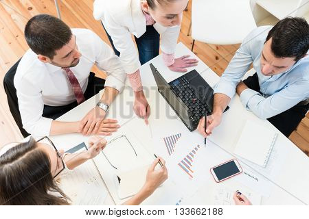 Business women and men in meeting finding ideas