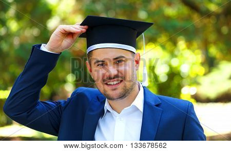 Happy graduateing student wearing a graduation hat