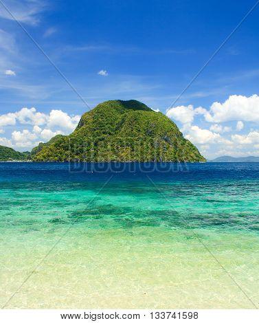 The coast of the tropical island. El Nido. Palawan island. Philippines.