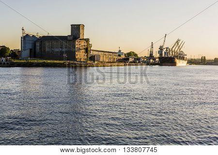 Port Dead Vistula.