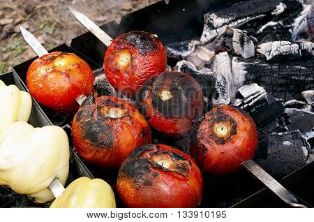 Grilled tomatoes and bell pepper, barbeque. Good for vegetarian.