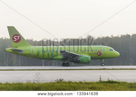 Airbus A319 S7 Airlines Take Off
