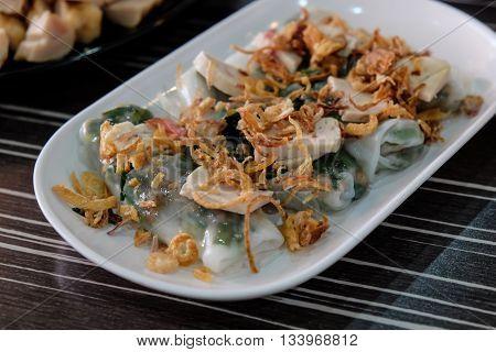 Goi Cuon - Vietnamese fresh summer rolls filled with prawns