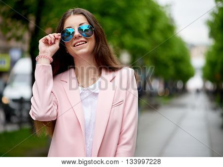 Portrait of fashionable smilling woman in sunglasses.