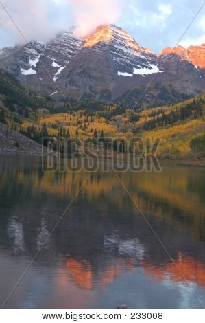 Sun Rise At Maroon Bells