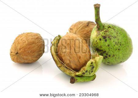 nueces frescas (Juglans regia)