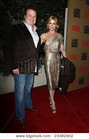BEVERLY HILLS - DEC 16: Eric Stonestreet and Julie Bowen at the Larry King Live final show wrap party held at Spago in Beverly Hills, California on December 16, 2010