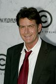 CULVER CITY, CA - SEPT. 10: Charlie Sheen llega en el Comedy Central asado de Charlie Sheen en tan