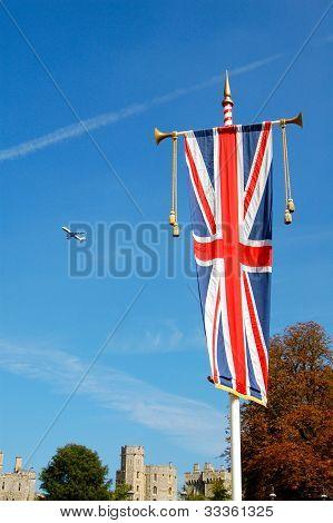 Bandeira da União jack no Castelo de Windsor, Londres