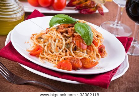Spaghetti with tuna cherry tomatoes and capers.