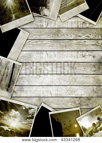 Holz Textur. Rahmen mit Altpapier und Fotos.