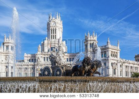 Cibeles Palace And Fountain