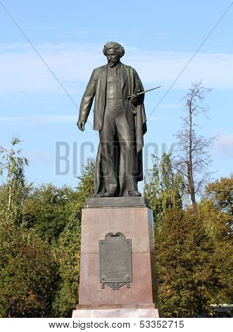 The monument to the great Russian painter Repin