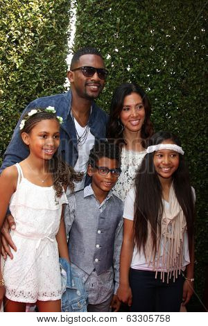 LOS ANGELES - APR 13:  Bill Bellamy, Family at the John Varvatos 11th Annual Stuart House Benefit at  John Varvatos Boutique on April 13, 2014 in West Hollywood, CA
