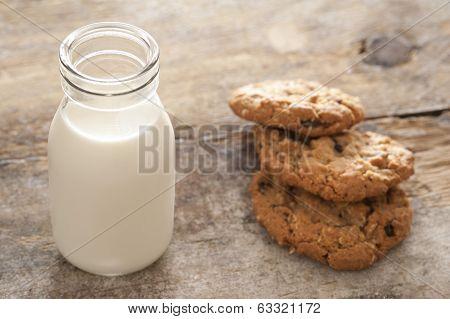 Fresh Milk And Cookies