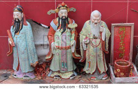 Chinese Holy Mans At Sam Seng Temple