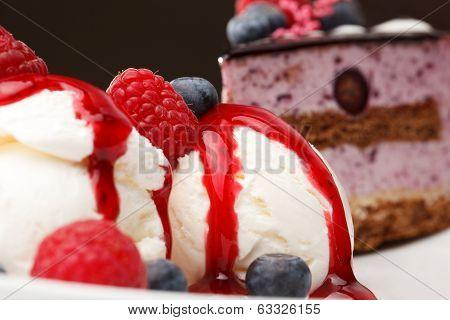 Vanilla ice cream with fresh raspberries
