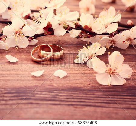 Wedding rings. Bridal bouquet of white flowers