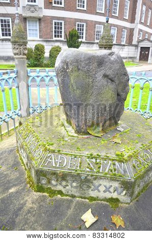 famous king pronunciation stone in Kingston London