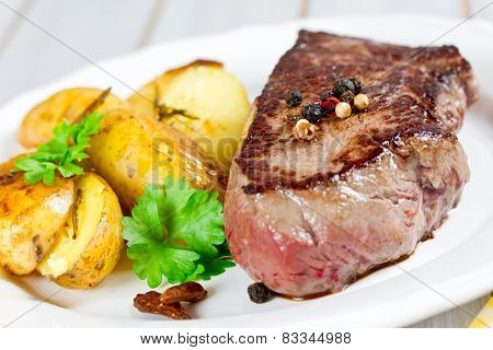 steak with potato wedges