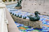 picture of metal sculpture  - Duck and ducklings sculpture in Moscow Russia - JPG