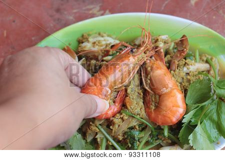 Shrimp Curry - Fried Shrimp With Curry Powder In Dish